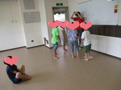 リトミック教室の先生と子供